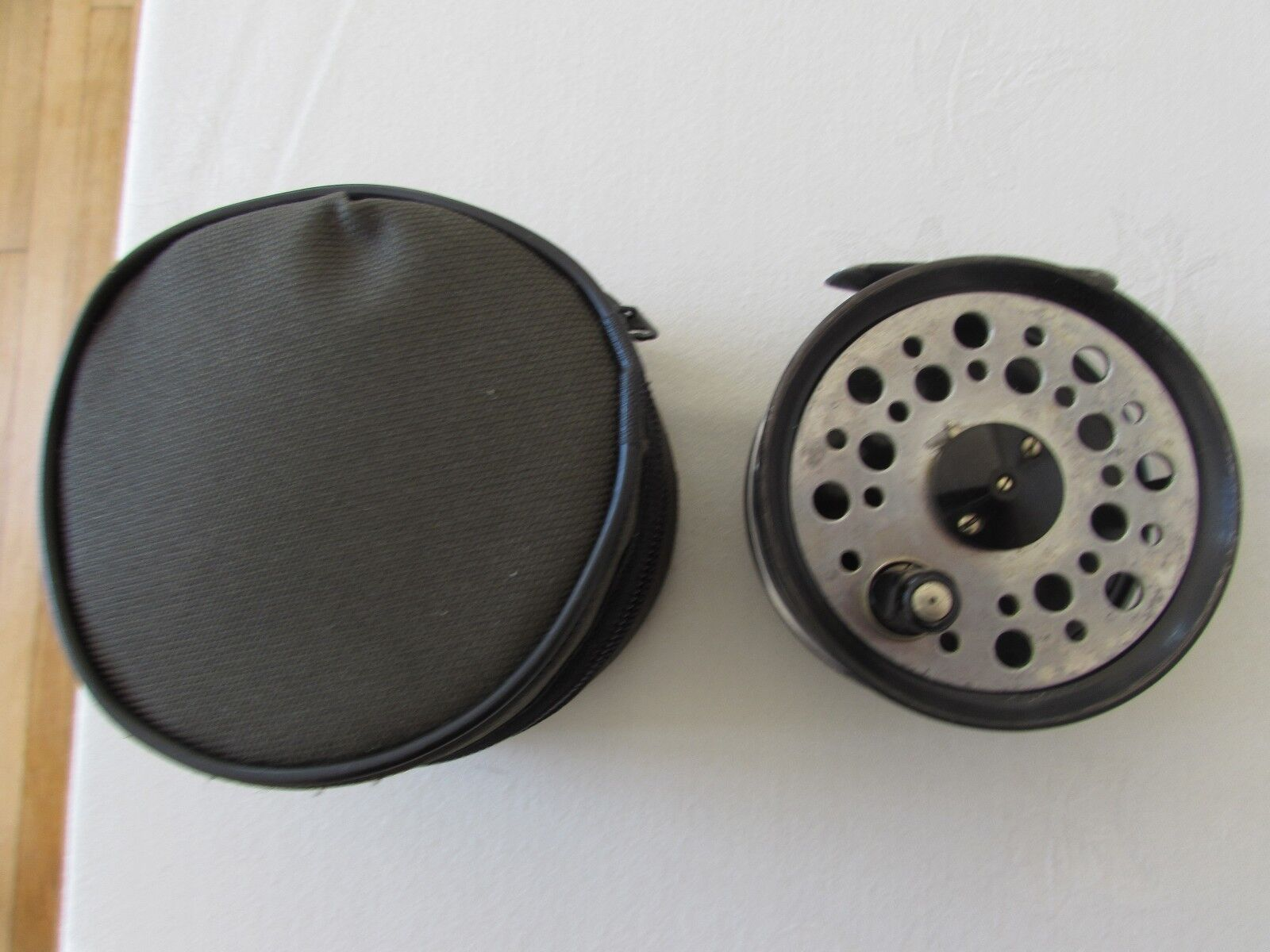 V good vintage youngs beaudex trout fly fishing reel 3.5   + lineguard + case