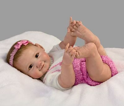LOOK! I CAN TOUCH MY TOES! 18 Inch Collectors Poasable Life Like Baby Girl Doll