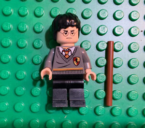 LEGO Harry Potter Minifig in Gryffindor sweater & with wand 2010