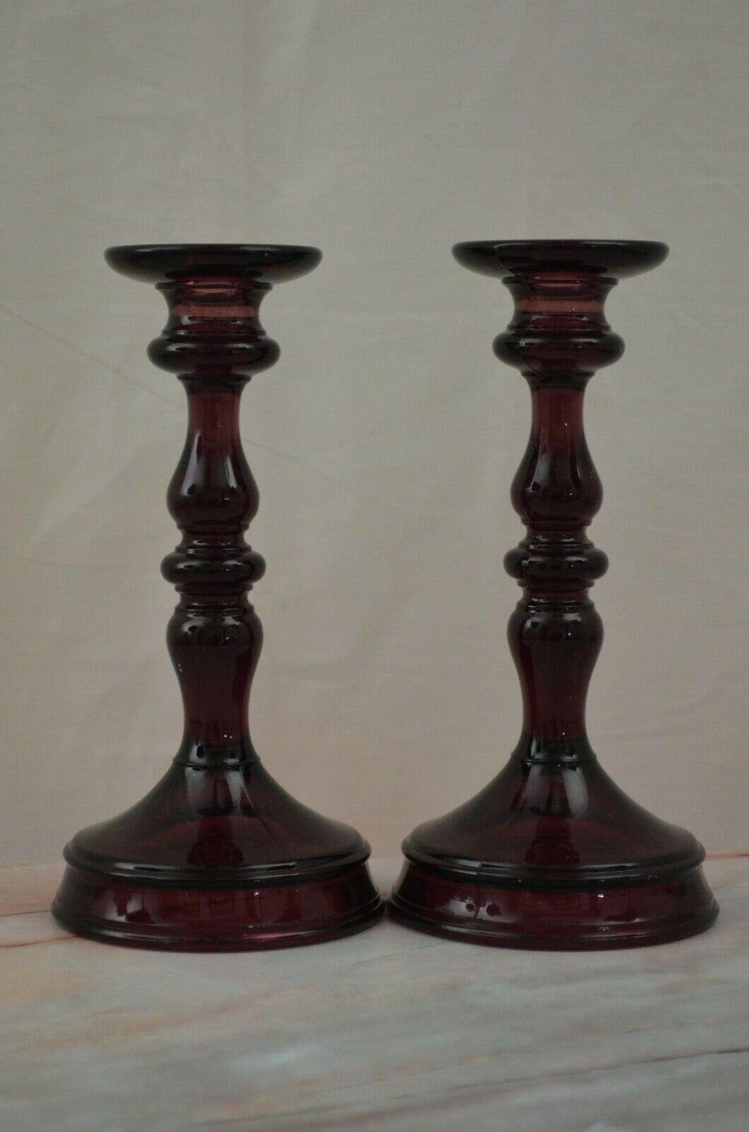 Vintage Vidrio Amatista Púrpura candeleros de vidrio pesado, 8-3 4  De Alto