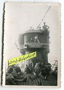 Foto-Deut-U-Boot-U-393-mit-Turmwappen-Sultan-im-2-WK
