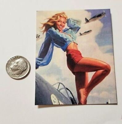 """1 miniature playscale Gi Joe Pin Up Girl Poster 3/"""" guerre mondiale blonde Flyer"""
