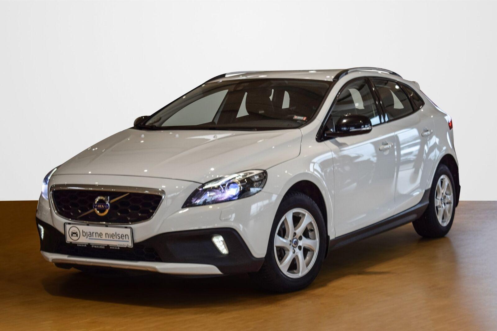 Volvo V40 CC 2,0 D3 150 Momentum