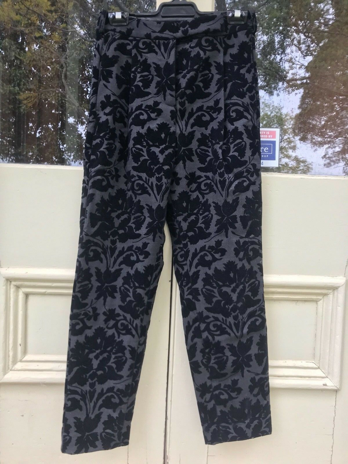 95% wool Deluxe Brand dress pants made in . Size 10