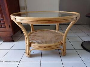 details sur table basse ronde en bambou cannage et plateau rond en verre