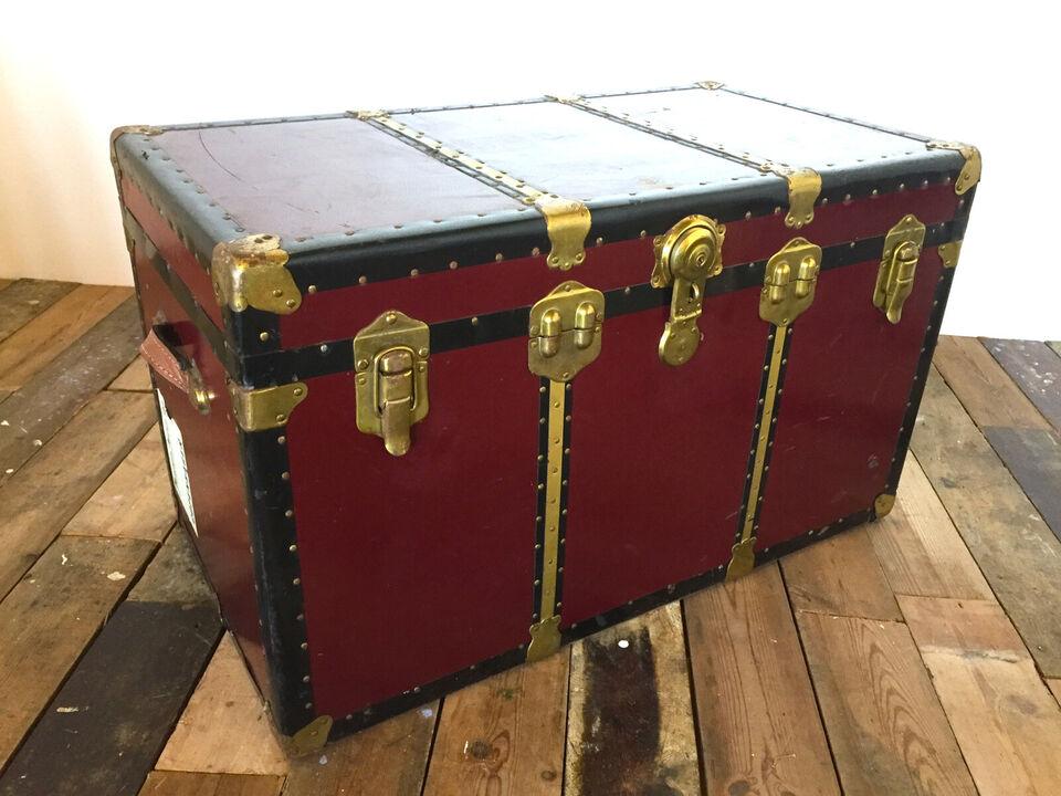 Antik travel trunk / steamer trunk