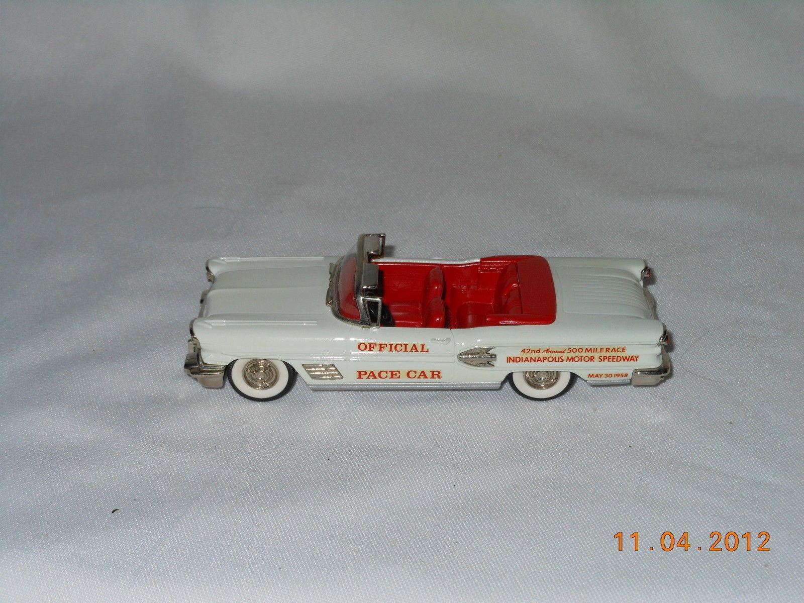 Brooklin  25X 1958 Pontiac Bonneville Indianapolis Pace Coche