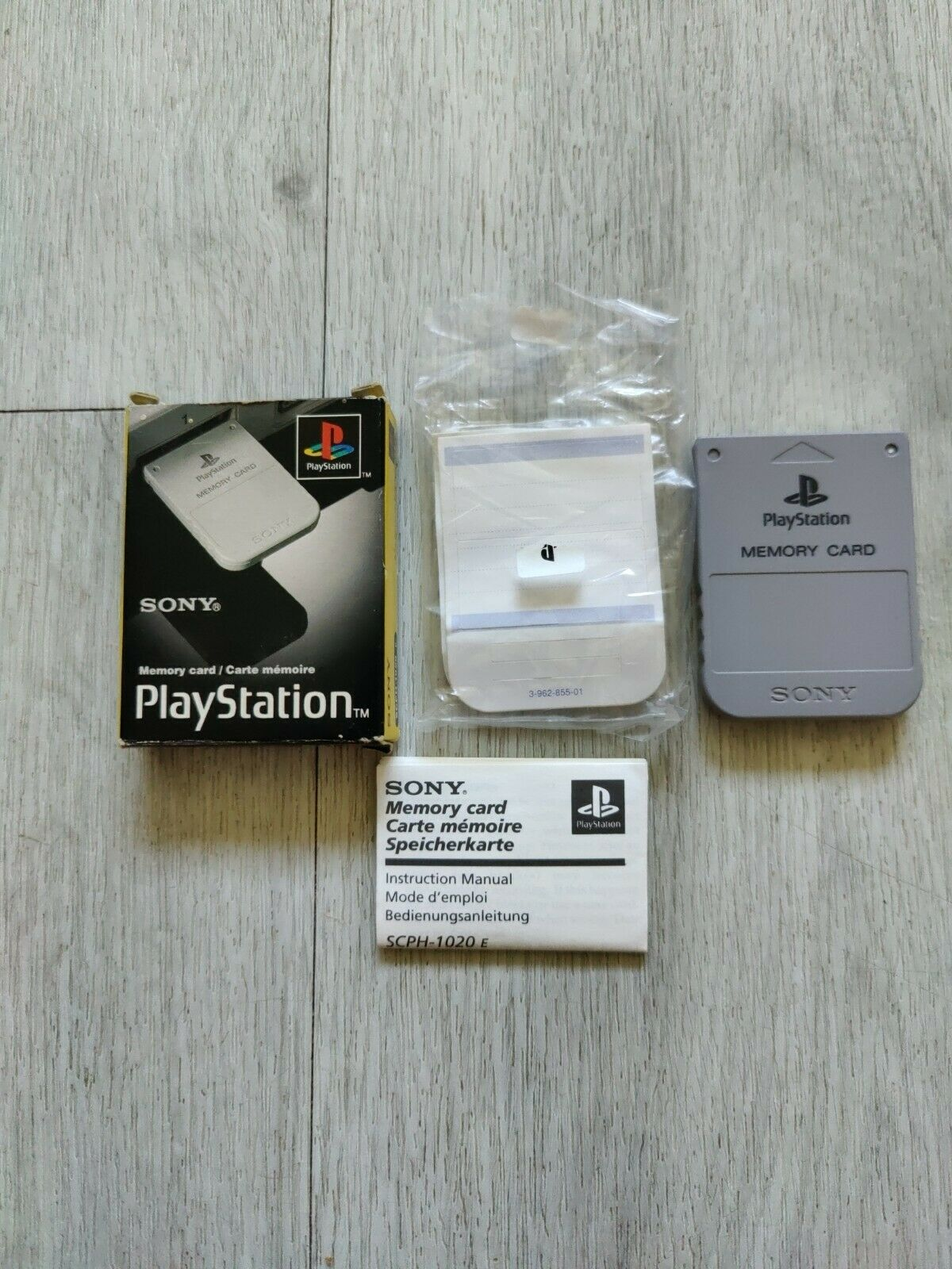 Sony Playstation 1 PS1 Official memory card SCPH-1020 with box and manual