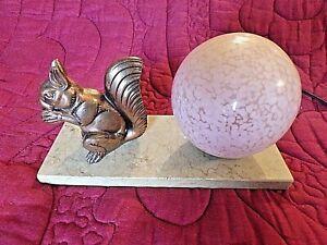 Ancienne-lampe-de-chevet-ecureuil-art-deco-veilleuse-boule-rose-verre-mouchete