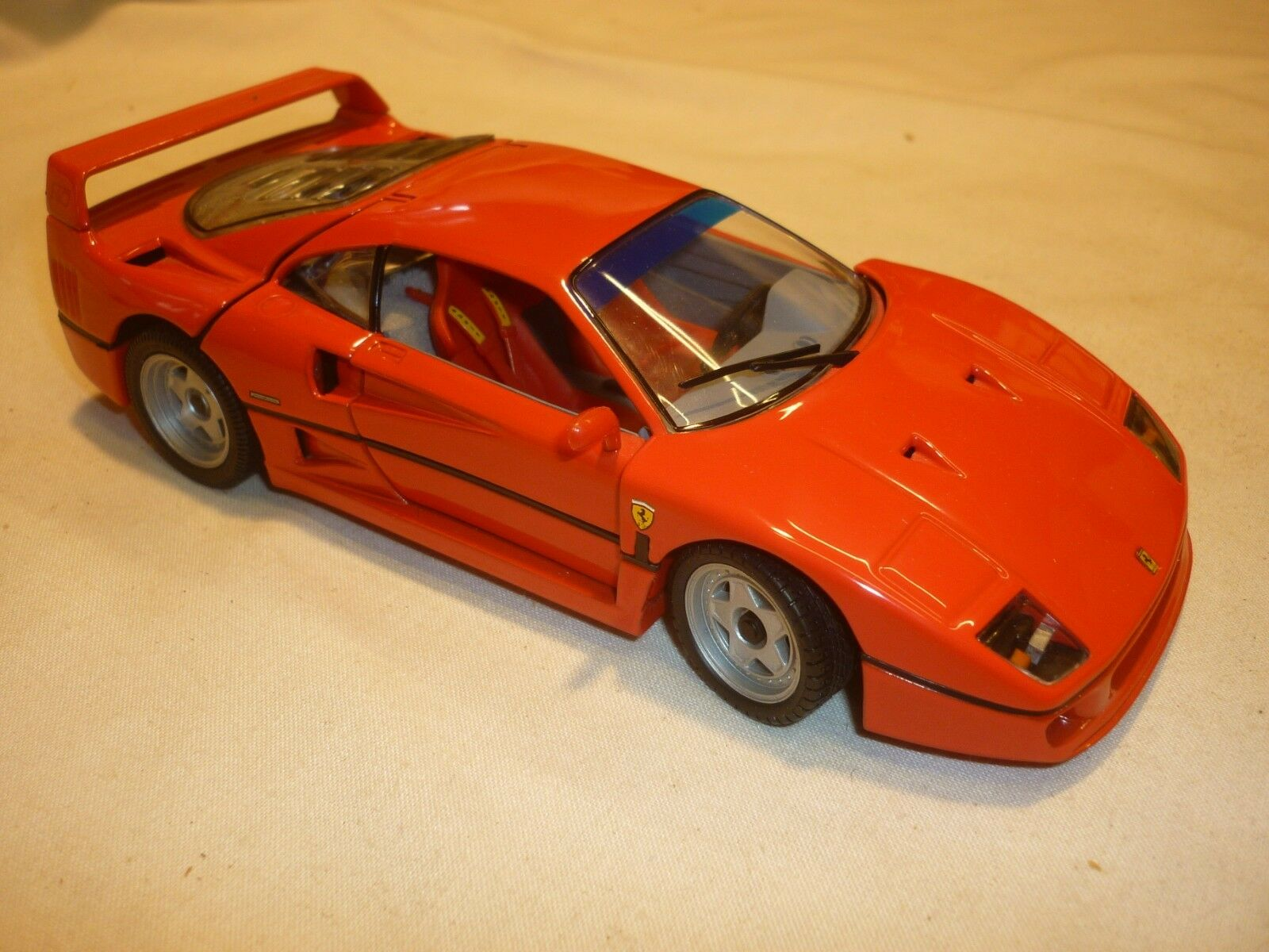 A Franklin mint scale model of a 1989 Ferrari F40. no Box   no paperwork