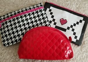 Red Houndstooth Zippered Change Purse