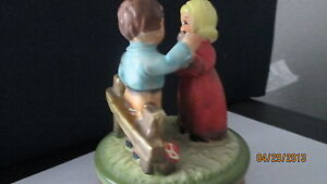 Music-Box-Young-Couple-on-a-picnic