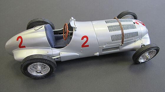 CMC 1 18 MERCEDES-BENZ W125, GP Donington Hermann Lang  2 Limited objet  M-114