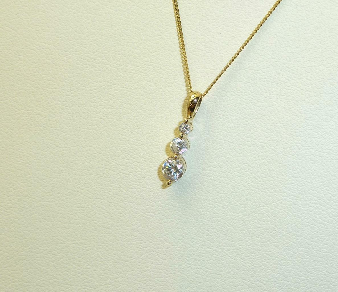 9carat 9K Yellow gold Cubic Zirconia Set Pendant & 18  Fine Hammered Curb Chain