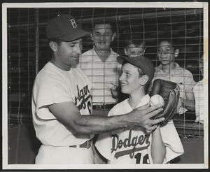 1954-Orig-DODGERS-Press-Photo-Something-To-Crow-About-After-All