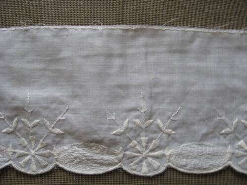 9 YDS SCALLOPED WHITE COTTON EMBROIDERY LACE TRIM.