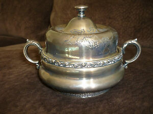 MERIDEN-B-CO-LOVELY-VINTAGE-ANTIQUE-SILVERPLATE-COVERED-CANDY-DISH-SUGAR-BOWL