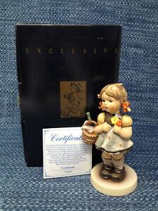 Goebel Hummel Little Visitor 563/0 Figurine Mint in Box with COA TMK7