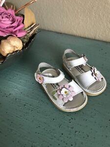 WeeSqueak-3T-white-leather-flower-sandals