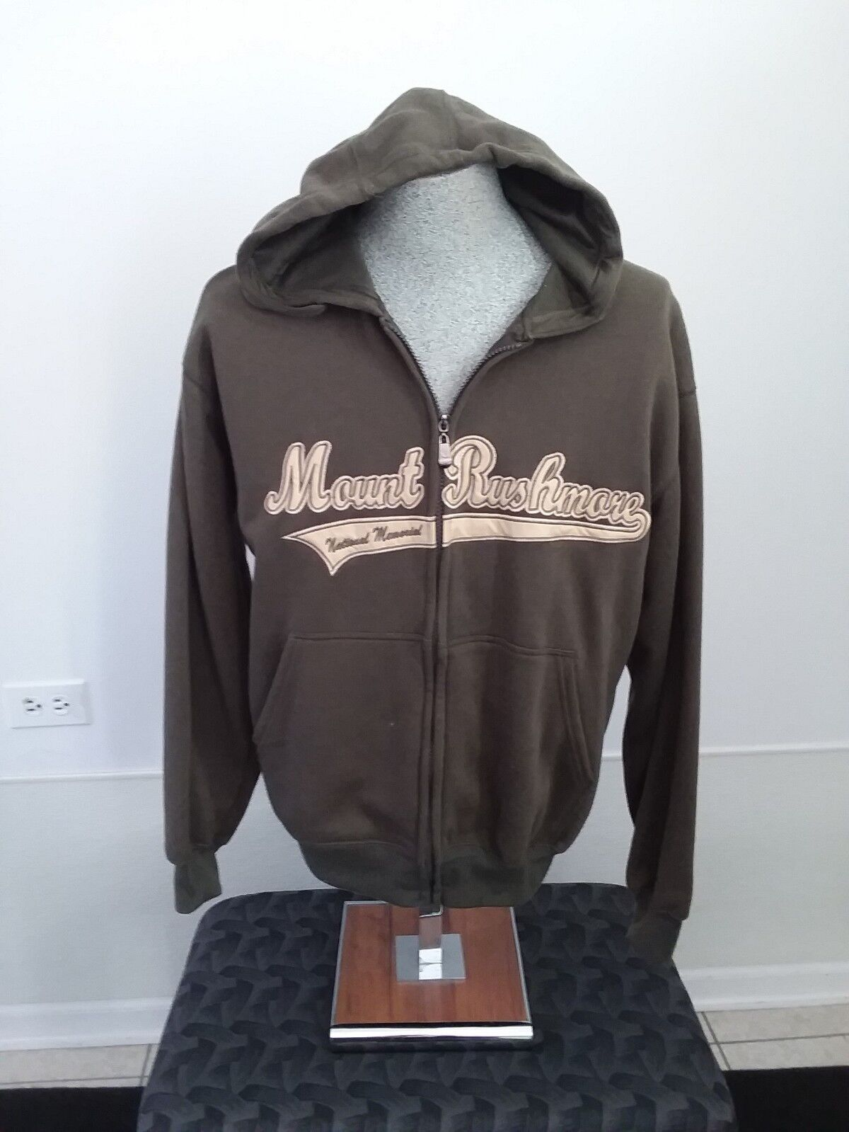 Womens Mount Rushmore Hoodie Sweatshirt Medium Olive Green with gold tone Letter