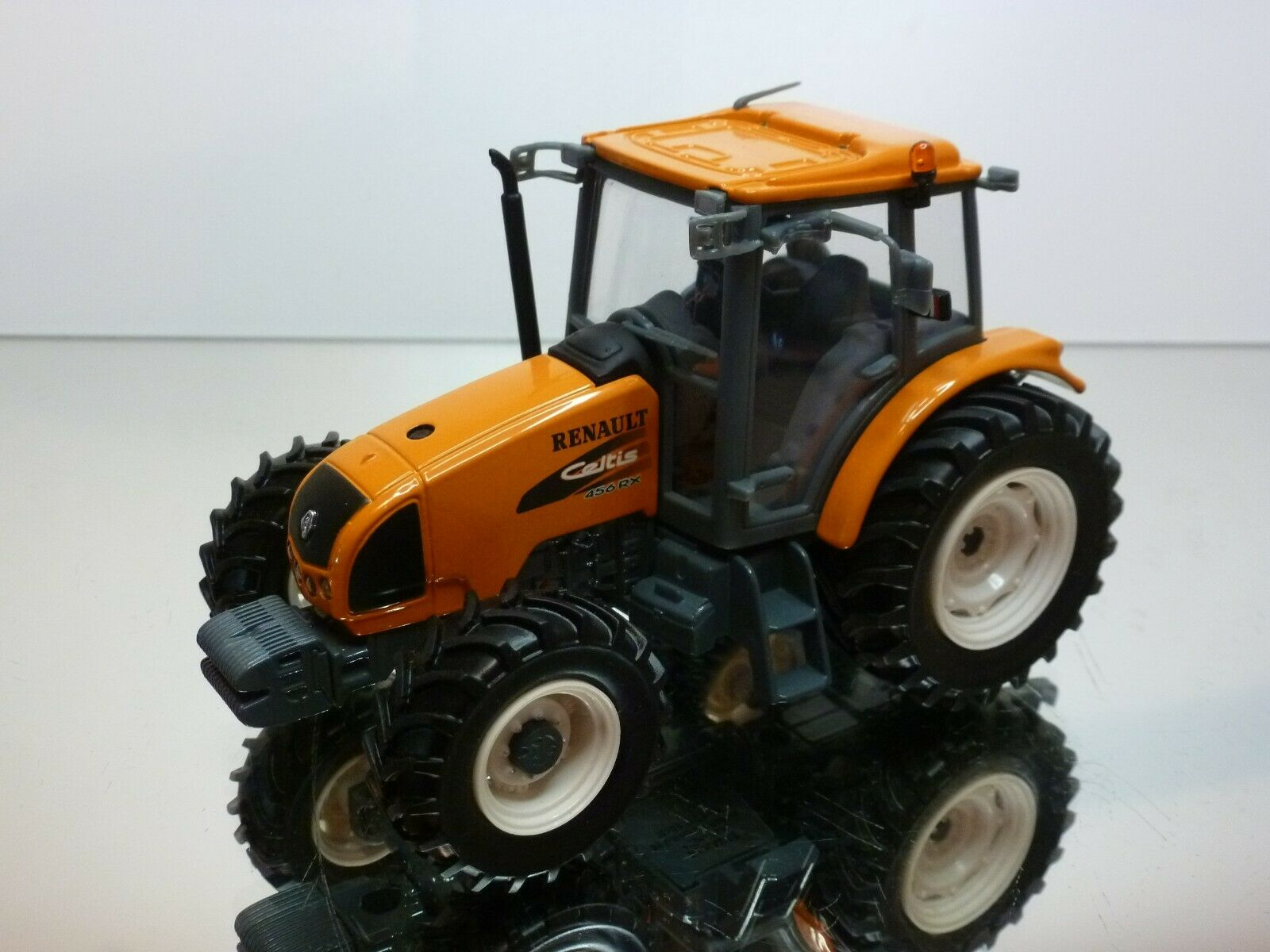 UNIVERSAL HOBBIES RENAULT CELTIS 456RX TRACTOR - ORANGE 1:32 - VERY GOOD