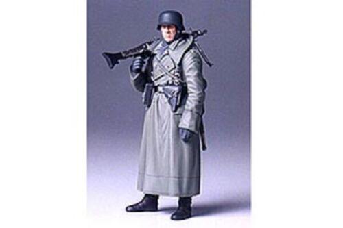 Machine Gunner Tamiya 1//16  Ger Greatcoat -36306 Military Model Kit