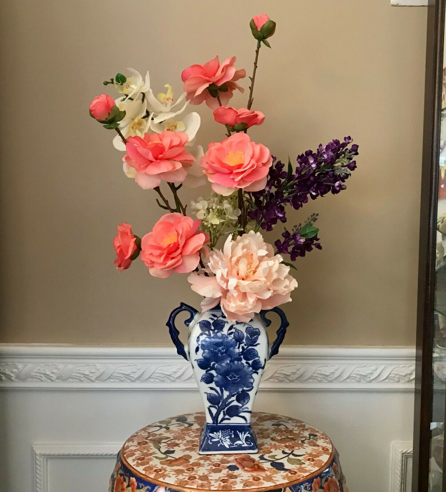 Floral Arrangement with Multi-ColGoldt Silk Flowers in a Blau and Weiß Floral Va