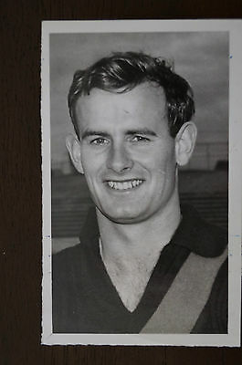 ESSENDON - KEN FRASER - ORIGINAL PHOTOGRAPH.