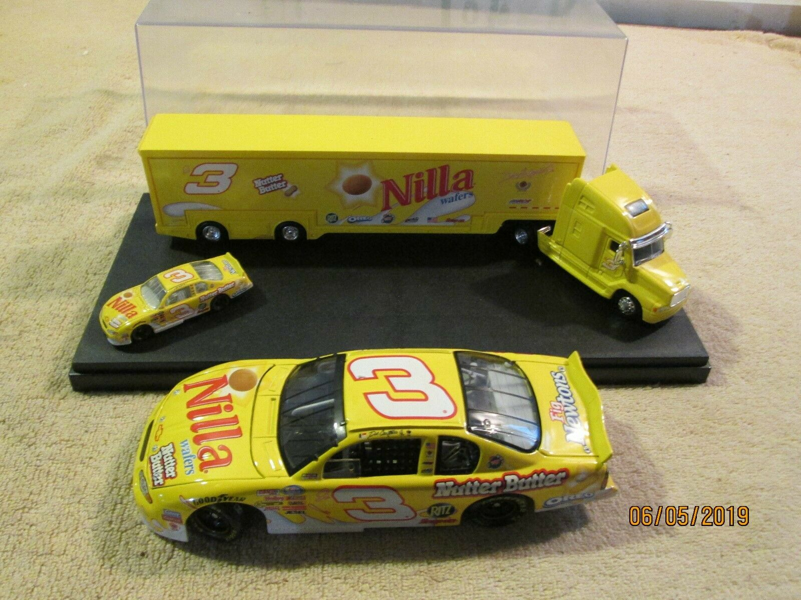 Acción Dale Earnhardt Jr giallo Nilla Wafers 1 24 Diecast Set 3 Semi Camión