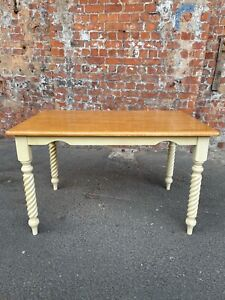 CONTEMPORARY MODERN COUNTRY STYLE KITCHEN / DINING TABLE WITH CREAM SHAPED LEGS