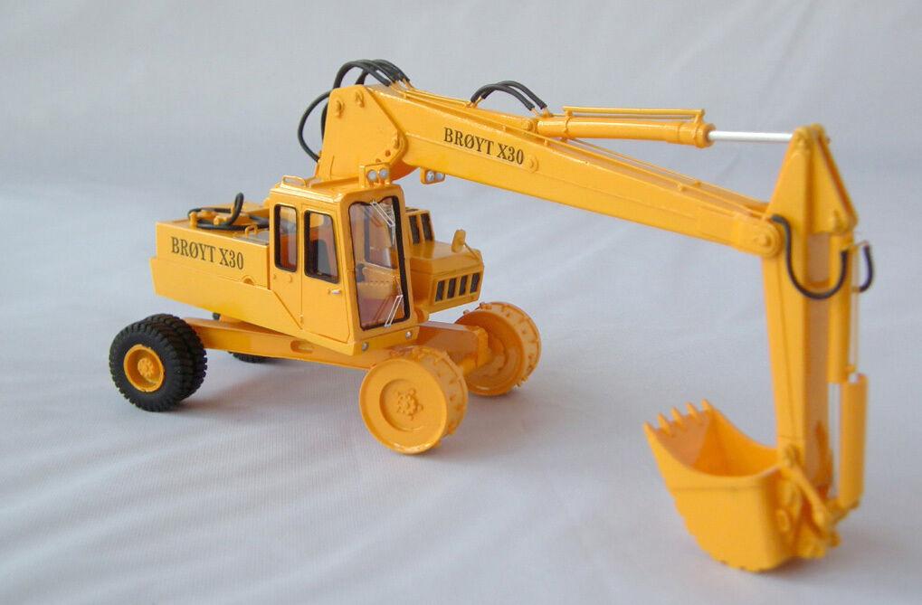 1 50 Excavateur broyt X30 roues CAB 1-haute qualité resin kit par FanKit Models