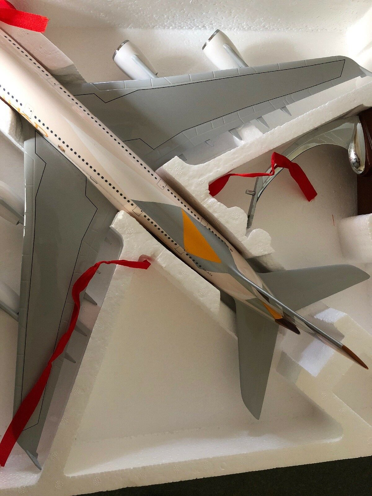 ETIHAD AIRWAYS A380 LARGE PLANE MODEL  1 150 AIRPLANE APX 45cm SOLID