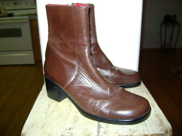 Walking Co Brown leather boots, size 8.5 zip side made in  Excellent