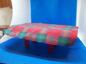 Amical Rouge Et Vert Tartan Table Nappe Pour Une Maison De Poupées-afficher Le Titre D'origine