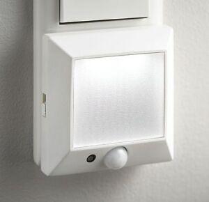 led nachtlicht notlicht mit bewegungsmelder sensor lampe 230v steckdose n14 ebay. Black Bedroom Furniture Sets. Home Design Ideas