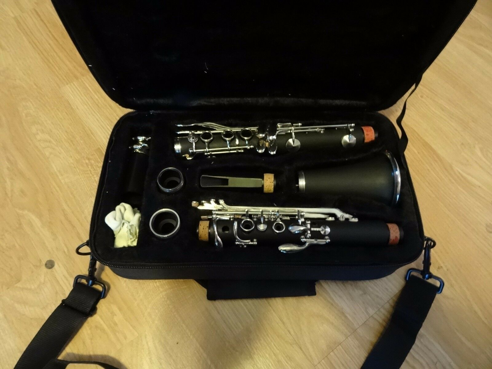 NEW Mirage Bb Woodgrain Student Clarinet w  Deluxe Case Mouthpiece