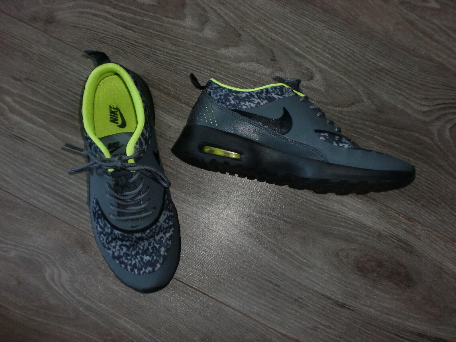 NIKE - AIR MAX THEA - Sneaker in Gr.: 38,5 - Grau Leo/Neongrün - Neuwertig