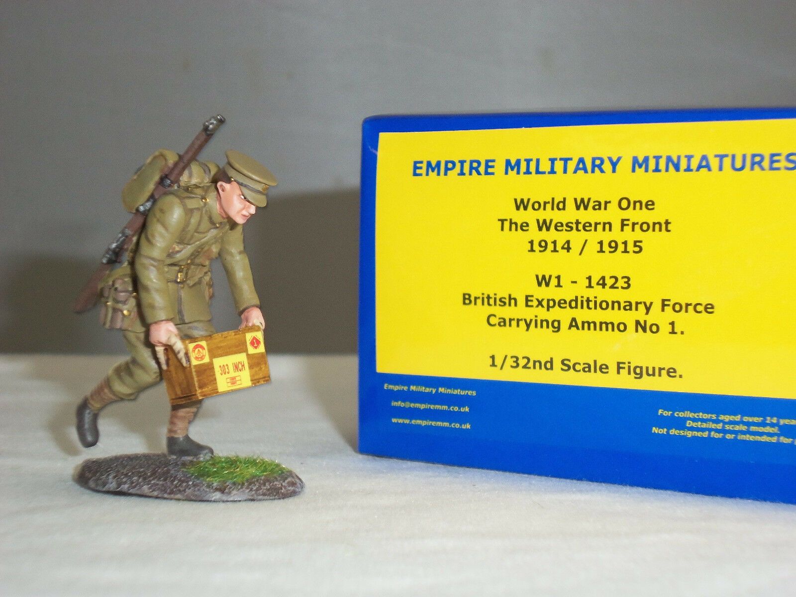 EMPIRE W1-1423 BRITISH EXPEDITIONARY FORCE CARRYING AMMO BOX TOY SOLDIER FIGURE