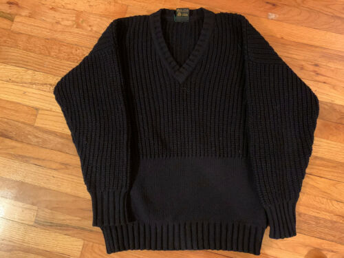 Inis Meain Handloomed Navy Wool V neck Muff  Pocke