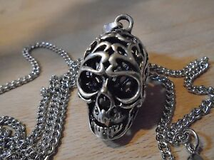Beautiful-Detailed-1-5-034-UNIQUE-SILVER-NECKLACE-BIG-SILVER-HOLLOW-SKULL-27-034