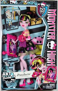 Monster-High-DRACULAURA-DOLL-Art-Class-MATTEL