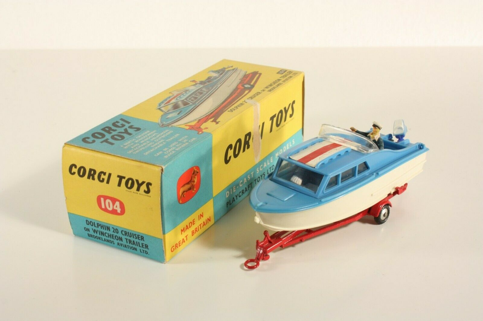 Corgi Toys 104, Dolphin 20 CRUISER ON WINCHEON TRAILER, MINT IN BOX  ab2230
