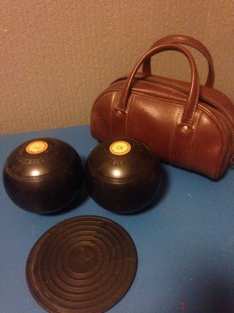 Thomas taylor outdoor lawn bowls in leather bag with mat vintage
