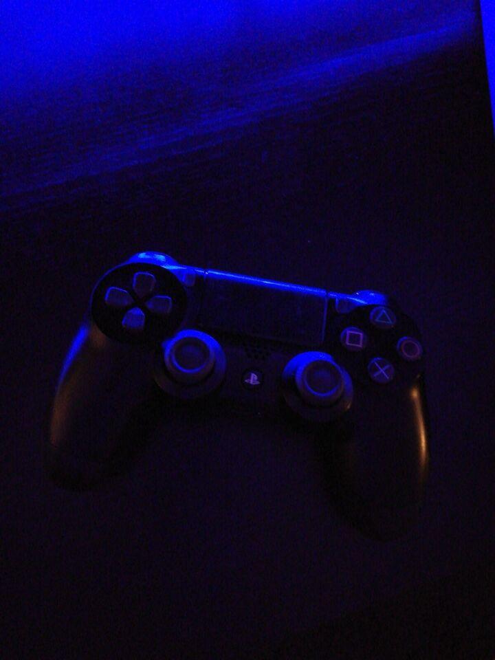 Playstation 4, God