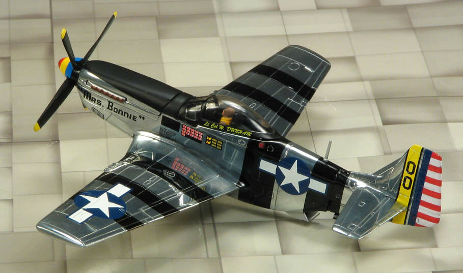 Corgi aviation us32213 - p-51k mustang, 348th fg, frau bonnie, nase, kunst, usaaf
