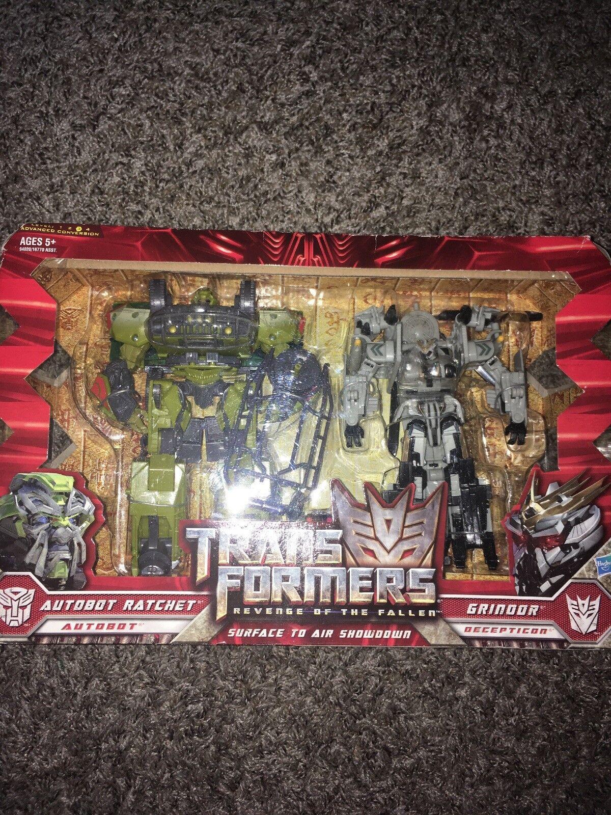 Transformers redF Voyager Autobot Ratchet VS Decepticon Grindor Set MISB Hasbro