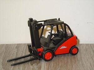 Linde-Fork-Lift-Gabelstapler-Heftruck-van-Siku-Germany-4707
