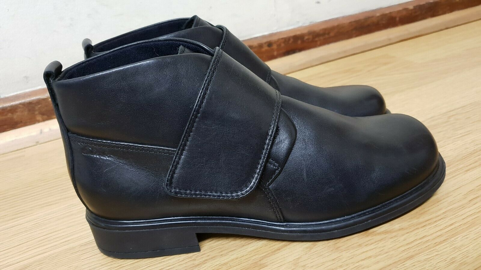 CLARKS WOMEN BLACK BOOTS SIZE UK 4.5   EU 37.5