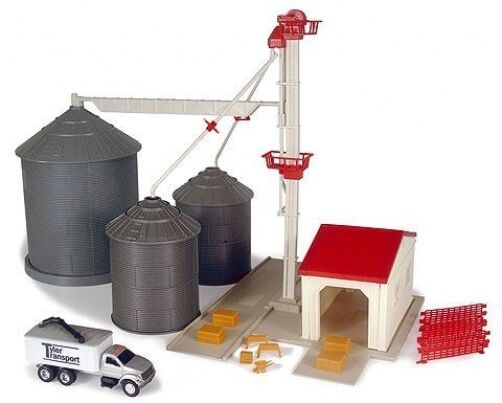 NEW Ertl Grain Feed Set, Over 45 Pieces, 1 64 Scale, Ages 5+ (TBEK12924)