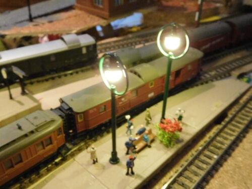 65 mm hoch Bahnsteiglampen ca 10 grüne LED Ringlampen warmweiß